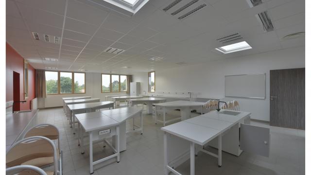 Modular High school in Clisson