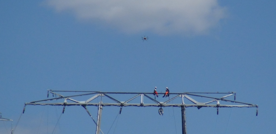 Drone for unrolling high-voltage cables - Chantier 2Loire Bouygues Construction #3