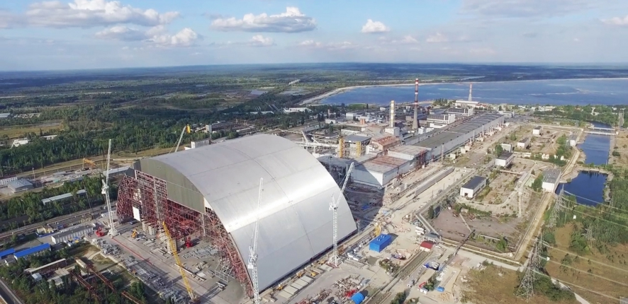 Poussage de l'arche de confinement de Tchernobyl