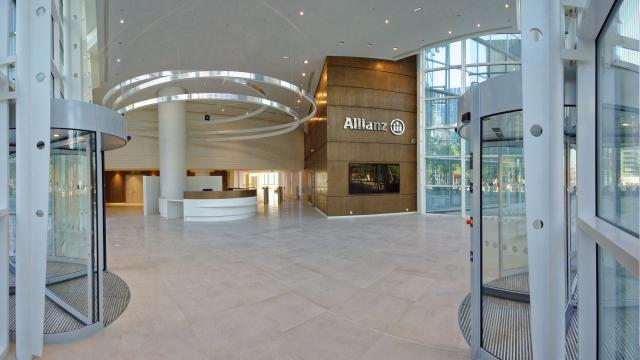 The Tour Allianz One